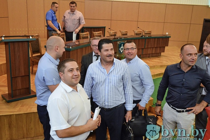Брест заработал 4,5 млн рублей за три минуты на аукционе