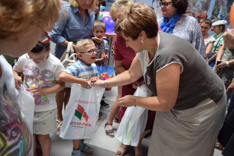 Акция «Вместе подарим улыбки детям!» прошла в Ленинском районе