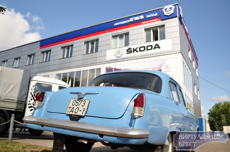 Автопробег «ГАЗ-2018»: Бресту показали автомобили прошлого и настоящего