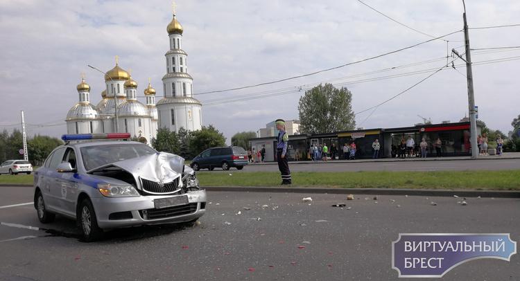 На улице Московской в Бресте в ДТП попал автомобиль ГАИ