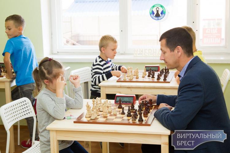 Открыл свои двери новый шахматный клуб «Черная пешка»