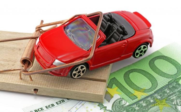 Два брестчанина предложили знакомому купить по дешевке Porsche Cayenne и завладели его деньгами