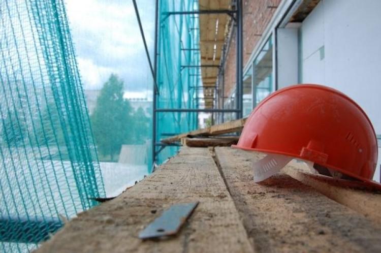 Рабочий упал со строительных лесов в Пружанском районе