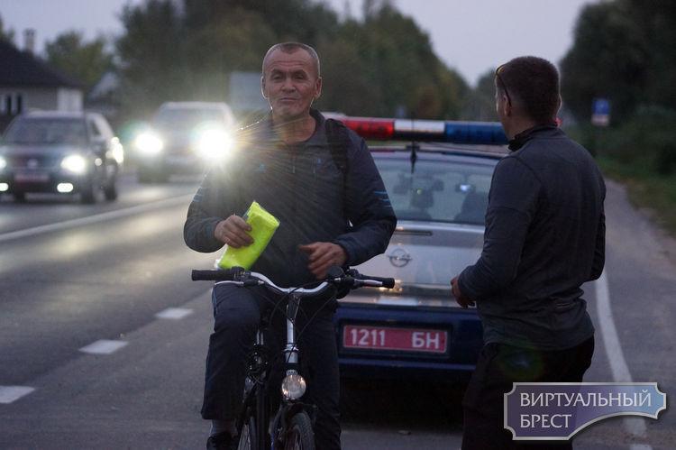 Нарушителям – фонарики, законопослушным - жилеты. Акция «За вело Брест», «BikeBrest» и ГАИ