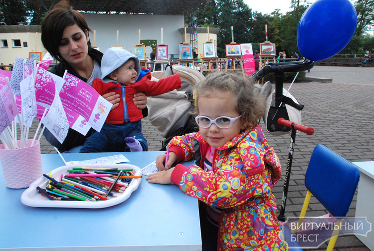 День открытых дверей творческих и образовательных центров города провели в парке