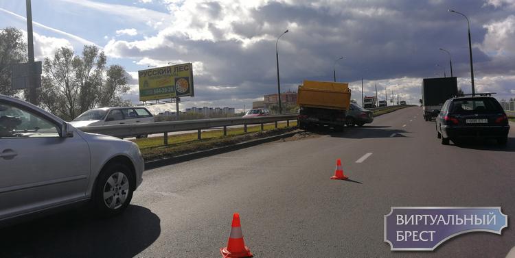 ДТП на подъёме на путепровод на Варшавском шоссе