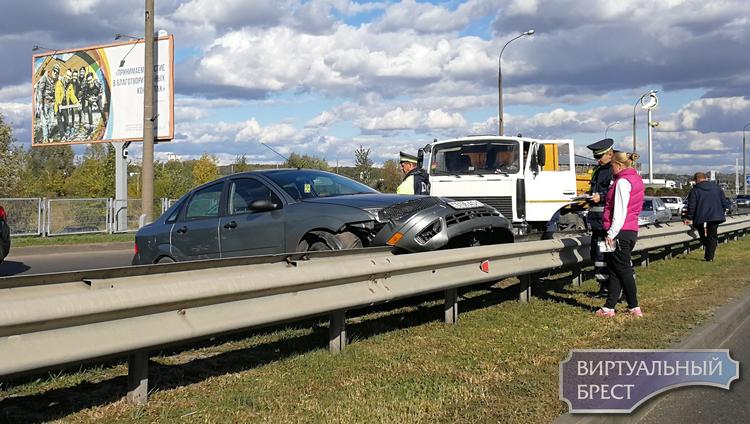 Опубликовано видео, как произошло ДТП на путепроводе по Варшавскому шоссе