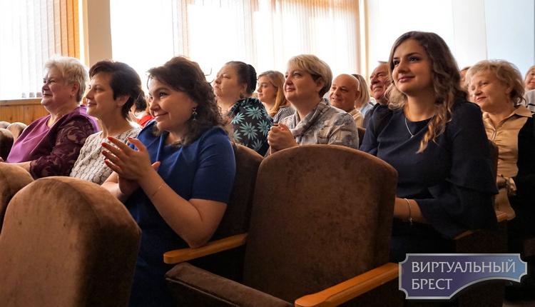 Праздничный концерт, посвященный Дню учителя и 30-летию школы, прошел в СШ № 28 г. Бреста
