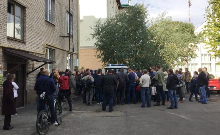 Одного из задержанных в Бресте противников аккумуляторного завода поместили в ИВС