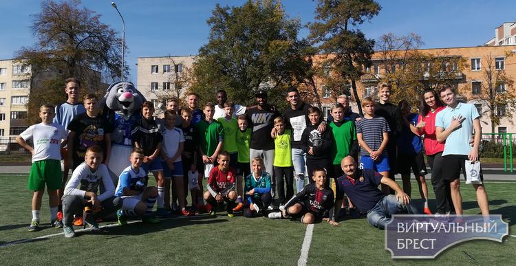 Футбол собирает друзей на стадионе ГУО «Средняя школа № 7 г. Бреста»