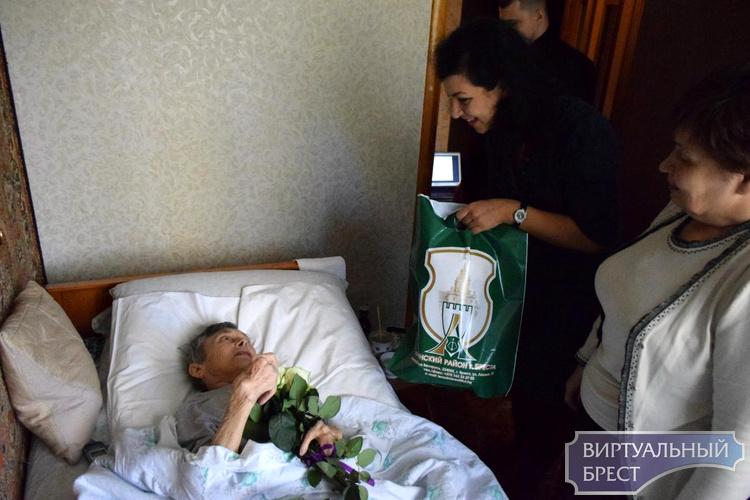 В преддверии Дня матери поздравили маму Валерия Хована