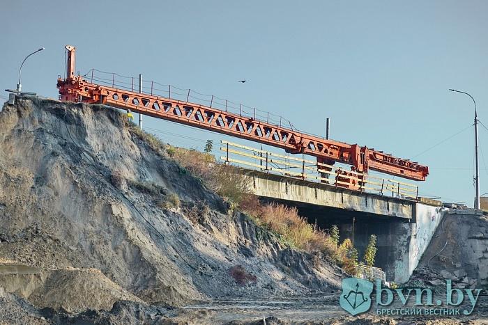 Третью полосу на Кобринском мосту запустят 15 октября