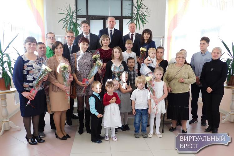 В Московском районе города Бреста вручены ордена Матери многодетным матерям