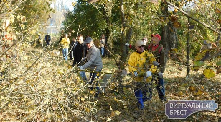 В Московском районе города Бреста прошел субботник  по обустройству «тропы здоровья»