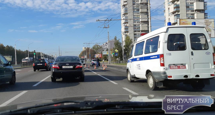 На перекрёстке ул. Московская и Гаврилова служебный автомобиль милиции попал в ДТП