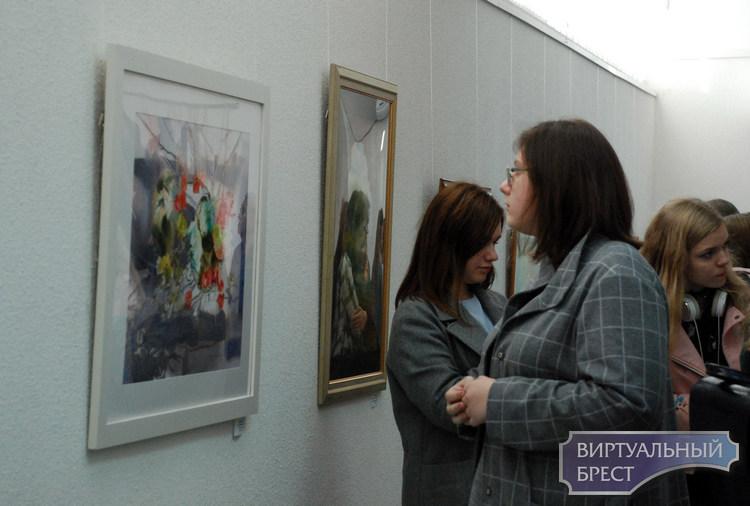 """""""Берестейская палитра"""" знакомит с творческими достижениями брестских художников"""