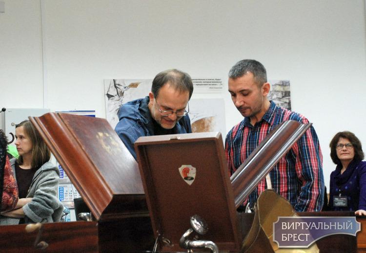 Выставка ретро звукотехники «От граммофона до магнитофона»
