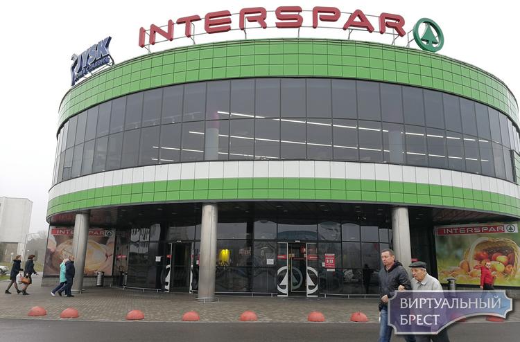 Interspar закрывается с 5 ноября, товары распродавали со скидкой в 70%