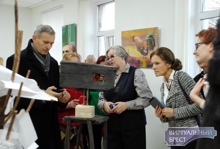 Однодневная выставка-перфоманс «Триада» состоялась в клубе «Абрис» в Бресте