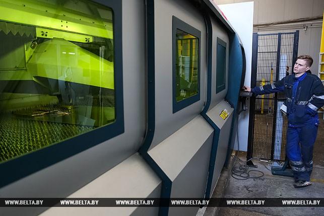 Во время вырезания лазером деталей для оборудования пищевой промышленности из нержавеющей стали