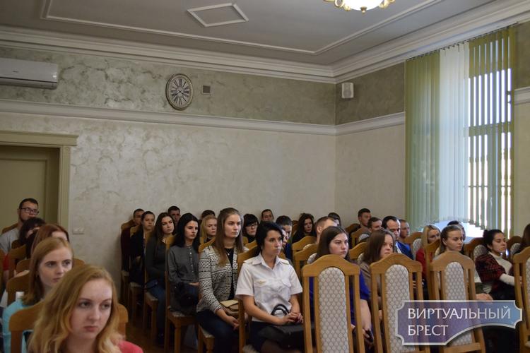 В Ленинском районе прошла встреча с молодыми специалистами