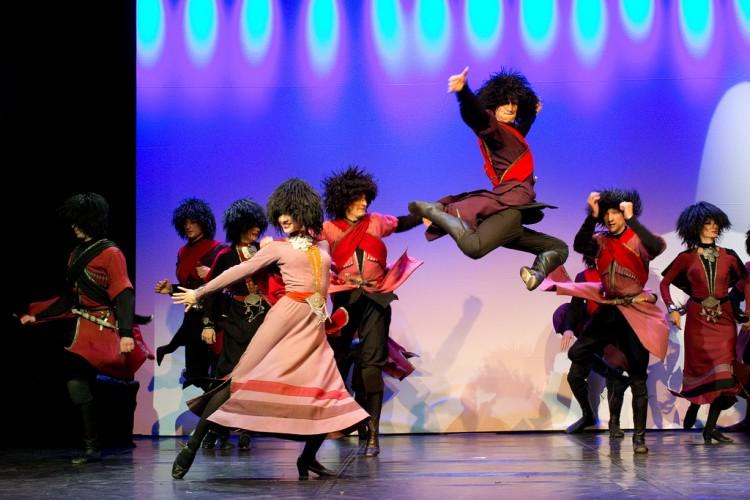 «Буря на сцене! Их танец бросает вызов законам гравитации». Грузинский театр танца «Legaсy» впервые в Беларуси