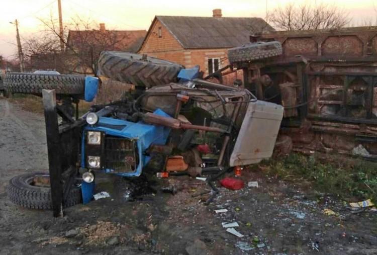 В Столинском районе перевернулся трактор - пострадала супруга и сын водителя