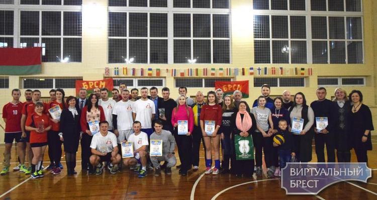 В Ленинском районе г. Бреста подвели итоги XVII турнира по волейболу памяти Героя Беларуси В.Н.Карвата