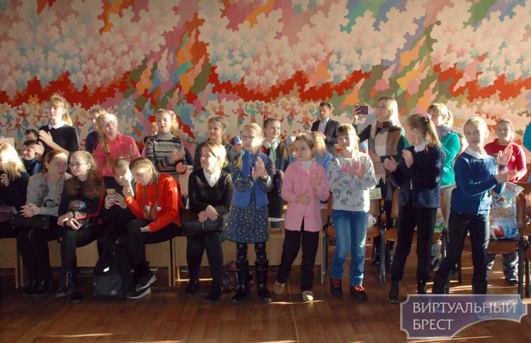 На «Ёлка-фэст-2018» выбирали самых достойных Деда Мороза и Снегурочку в Брестской области