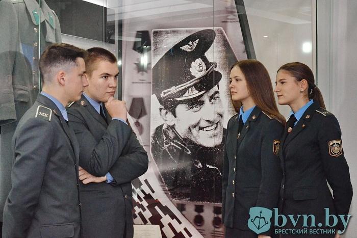 Исполнилось 60 лет со дня рождения первого Героя Беларуси Владимира Карвата