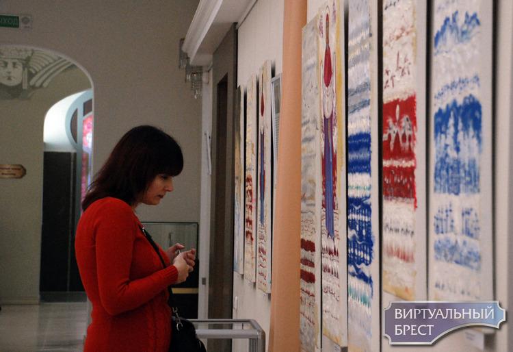 18 рушников-картин маслом по ткани представил польский художник в Бресте