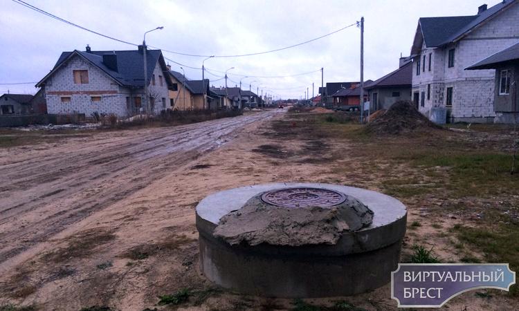 Жители КИЗ «Волынка 1» просят город обеспечить тротуаром километр дороги до школы
