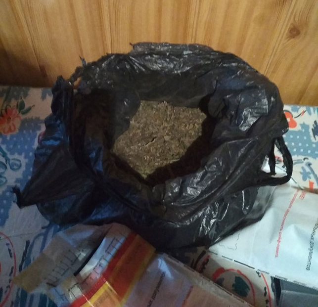 Брестчанин хранил на даче в банках марихуану