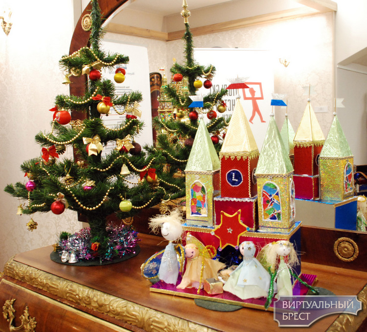 Накануне Рождества Христова в Бресте установили праздничный Краковский вертеп