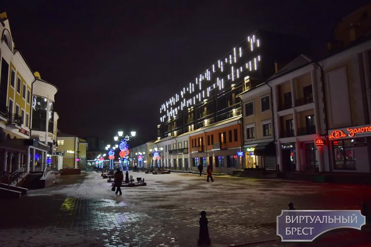 «Променада» на ул. Советской зажигает огни. Как это выглядит?