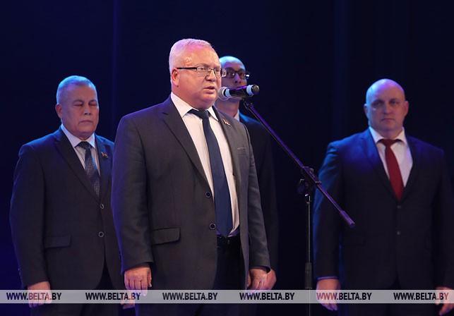 Выступает председатель Витебского областного Совета депутатов Владимир Терентьев