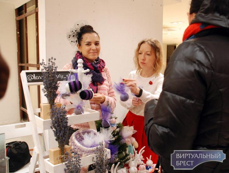 Открылась традиционная Рождественская благотворительная ярмарка брестских ремесленников