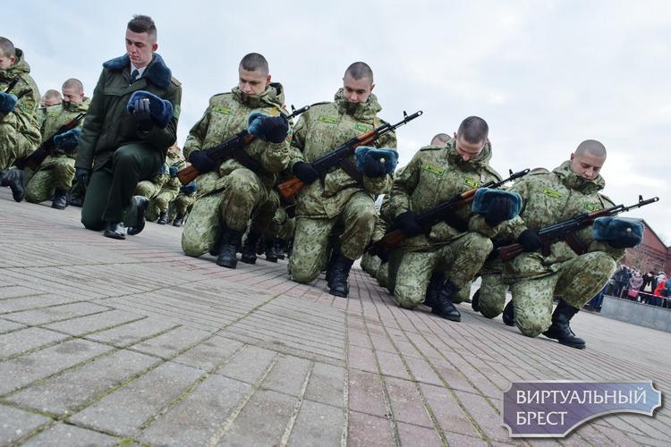 Около 1,1 тыс. новобранцев приняли присягу в Брестской крепости
