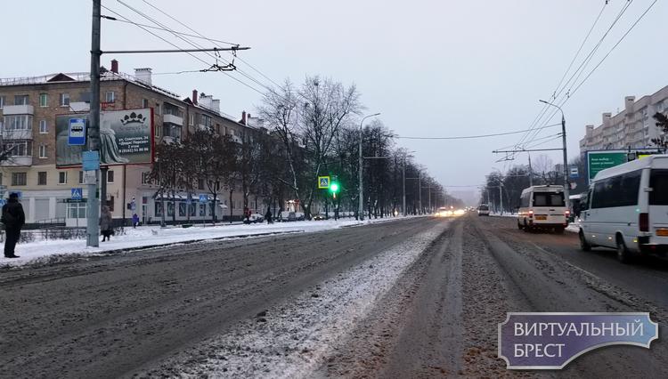 Брест припорошило снежком: как ситуация в городе и на дорогах?