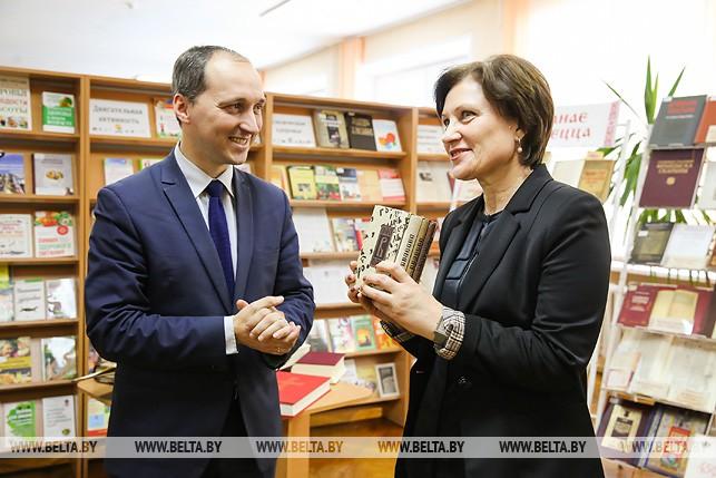 """Факсимильное издание """"Букваря"""" передали в библиотеки Брестской области"""