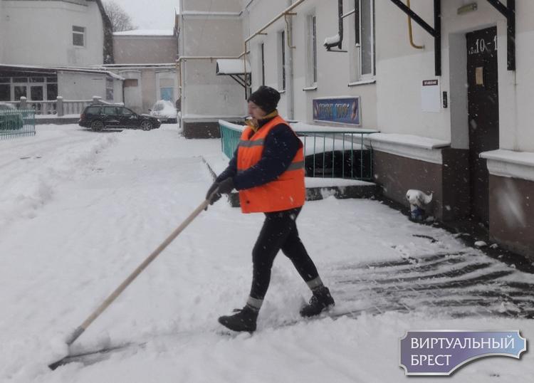 Коммунальные службы отчитались о процессе расчистки города, но не против помощи