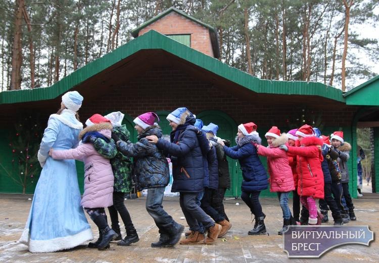 Конкурс новогодних миниатюр среди учреждений образования Московского района Бреста