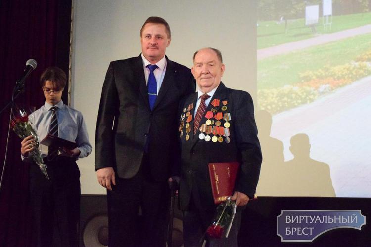 18 декабря в кинотеатре «Беларусь» прошло заседание клуба «Диалог», посвященное 100-летию БССР