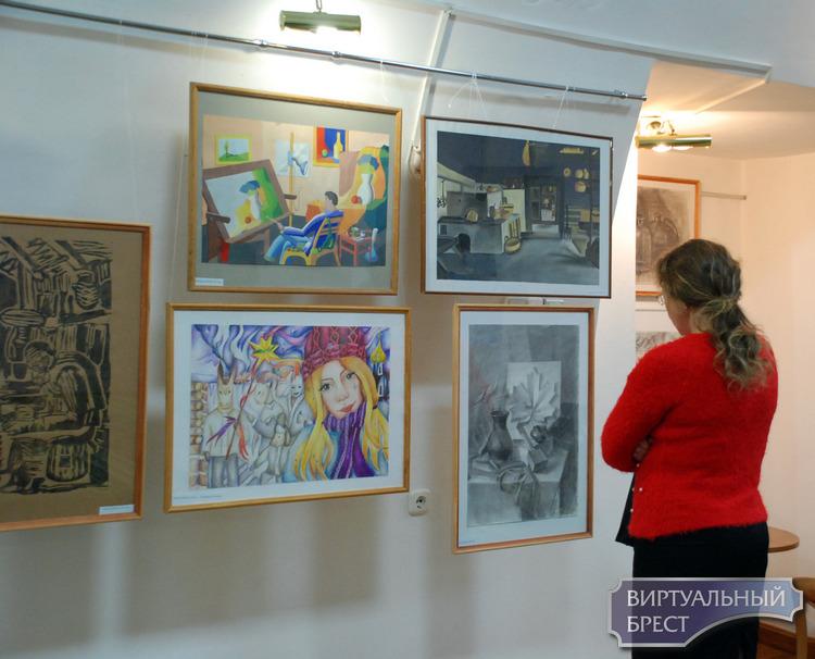 Заключительная выставка «года молодого художника» открылась в Бресте 20 декабря