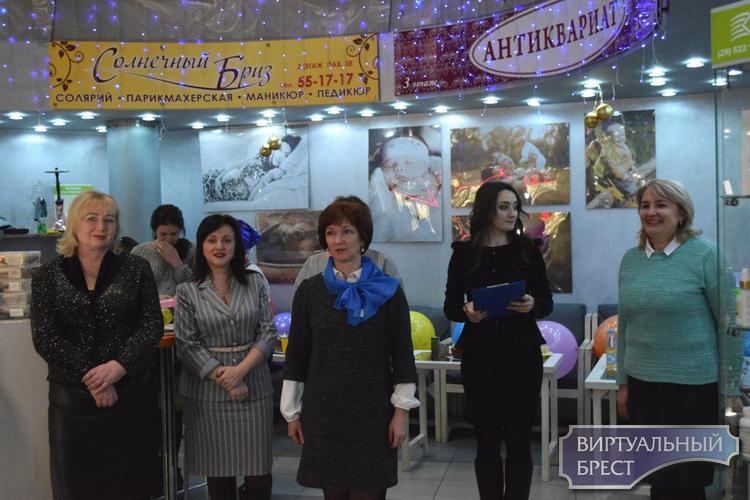 В Ленинском районе организовали предновогодний праздник для детей