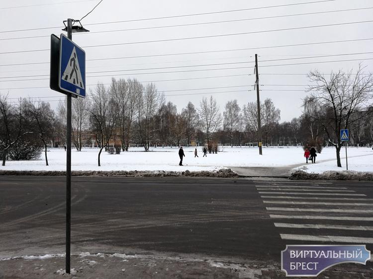 """""""Табакерку"""" в Бресте установили на остановке между садиком и школой"""