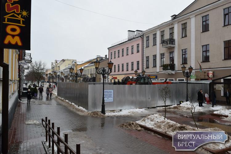 Загадка ул. Советской так пока и не раскрыта. Но зато мы заглянули за забор