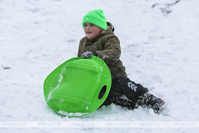 ФОТОФАКТ: Дети в Бресте катаются с горок
