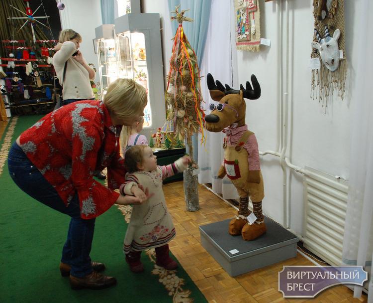 В краеведческом музее работает выставка «Новогодняя сказка Бреста»
