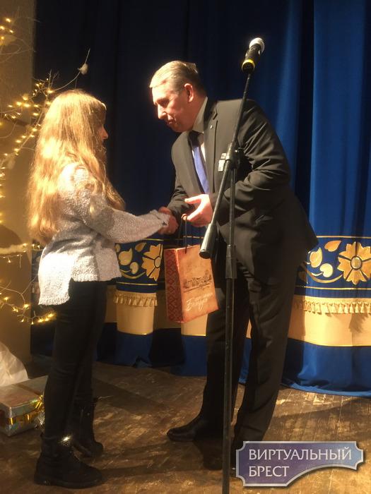 Благотворительная ёлка для детей Московского района г. Бреста
